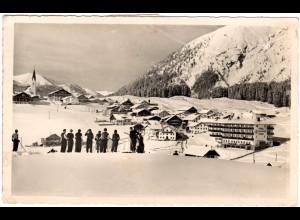 Österreich, Berwang m. Skifahrern, 1953 gebr. Winter sw-AK