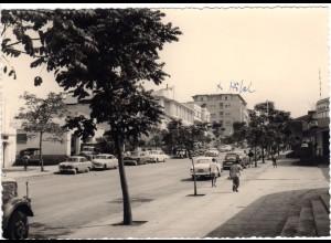 Belgisch Kongo, BUKAVU, Strassenansicht m. Hotel, ungebr. sw-AK