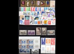 Frankreich ca. 1943/90, 2 Steckkarten m. 70 postfrischen Marken+Andorra Streifen