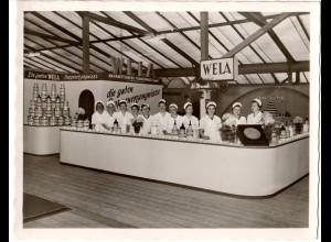 """Hof, Heimatfest 1953, WELA-Stand während der Ausstellung """"Schaffendes Grenzland"""""""